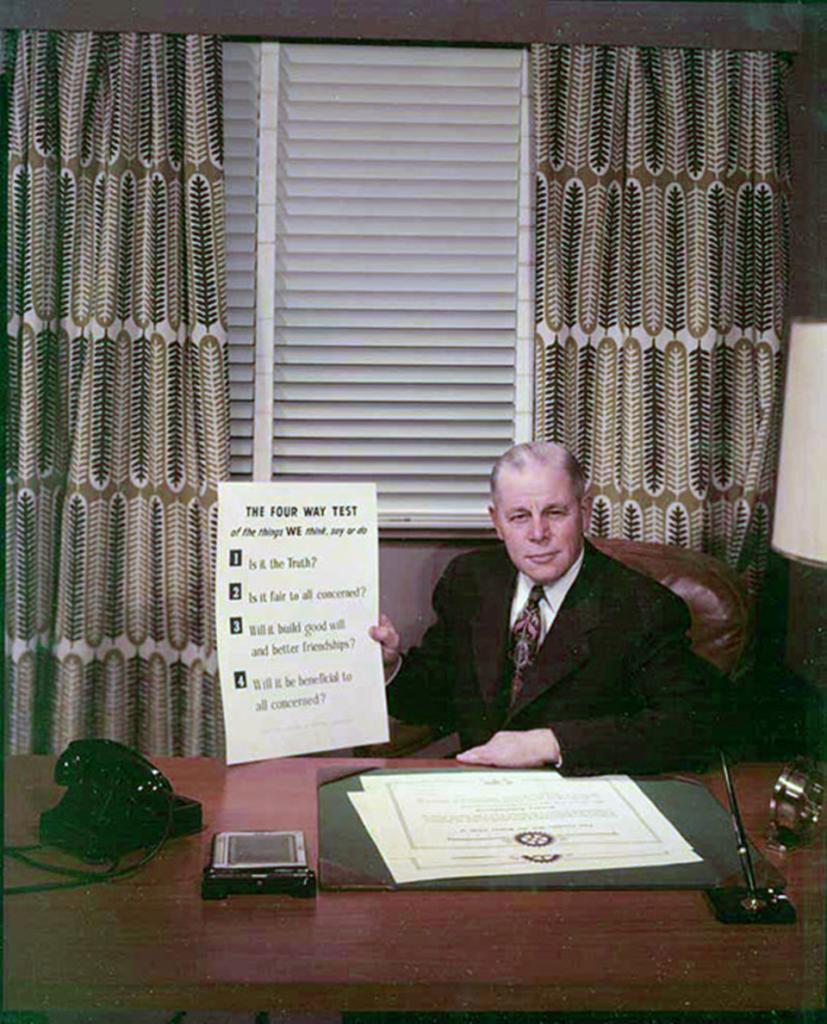 Bild von Präsident Herbert Taylor mit der 4-Fragen-Probe